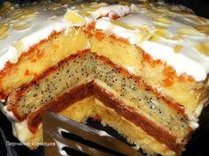 """ОЧЕНЬ ВКУСНЫЙ ТОРТ """"СМЕТАННАЯ КОРОЛЕВА"""" Обожаю этот торт,его мягкие сочные коржи,с разными вкусами и цветом,делают этот торт просто необыкновенно вкусным.Попробуйте испечь, и я уверена,что вы его тоже полюбите,и он станет довольно частым гостем на ваших семейных кулинарных праздниках."""