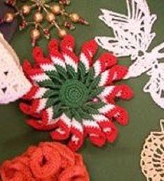 """A """"forgós virág""""mintával készítettem kokárdát!  Leírás Trungelné Román Irma A virág kezdése és a kokárda kezdése nem azonos, mint ahogy a képen is látható. A kokárda 3 sor rövidpálcával éri el a 32 """"kiinduló"""" szemet. Köszö... Folk Art, Bunny, Handmade, Minden, Style, Hungary, March, Amigurumi, Flowers"""