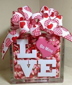When it comes to Valentine's Day decor, think outside your average box of chocolates! Our Valentine's Day selection has bold reds and heartfelt styles that capture the style of the season. From pillows to banners, find the perfect Valentine's Day . Valentine Wreath, Valentine Day Love, Valentine Day Crafts, Holiday Crafts, Valentine Ideas, Valentine Nails, Homemade Valentines, Decoration Restaurant, Party Decoration