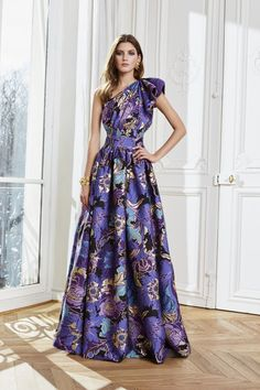 The complete Zuhair Murad Fall 2020 Ready-to-Wear fashion show now on Vogue Runway. Christopher Shannon, Tracy Reese, Couture Mode, Style Couture, Couture Fashion, Rachel Comey, Cynthia Rowley, Rebecca Taylor, Charlotte Ronson