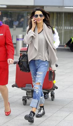 Looking comfortable while leaving the airport in metallic oxfords, boyfriend jeans and a tan cardigan.