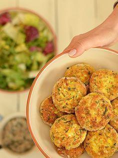 Kotleciki z jajek i kaszy jaglanej - pyszne, lekkie i zdrowe: Lekkie, szybkie, zdrowe, kolorowe i bardzo niedrogie. To smakowite kotleciki,... Healthy Cooking, Healthy Snacks, Healthy Eating, Cooking Recipes, I Love Food, Good Food, Yummy Food, Vegetarian Recipes, Healthy Recipes