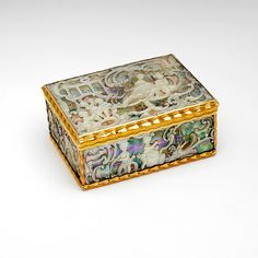 Antique Chinese Export Silver Gilt,enamel And Stone Very Small Snuff Box Attractive Appearance Asia