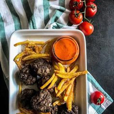 mini burger patties oven fried chips romesco sauce 1 of Fried Chips, Mini Burgers, Fries In The Oven, Pot Roast, Food Photography, Beef, Ethnic Recipes, Diy Crafts, Videos