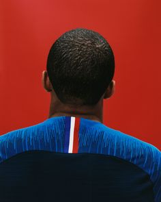 Looking to the loyalty of the French team and its supporters, Nike's new kit is designed to put a modern spin on the country's tricolour flag. Nike Football, Football Kits, Football Outfits, Football Players, France World Cup 2018, World Cup Kits, Home And Away, Sports, Product Launch