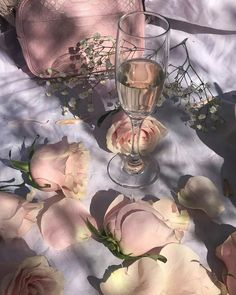 Image shared by Blackrose. Find images and videos about pink, aesthetic and flowers on We Heart It - the app to get lost in what you love. Angel Aesthetic, Flower Aesthetic, Aesthetic Vintage, Aesthetic Photo, Aesthetic Art, Aesthetic Pictures, Aesthetic Grunge, Aphrodite Aesthetic, Watercolor Flower