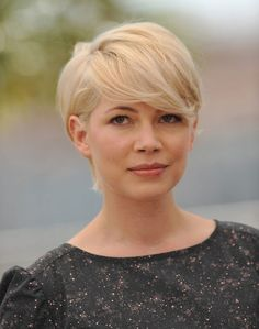 Michelle Williams is one of the actresses shows the world that you can look gorgeous in pixie haircuts. So let's take a look at 20 Michelle Williams Pixie Cuts Popular Short Hairstyles, Girls Short Haircuts, Layered Haircuts, Celebrity Hairstyles, Triangle Face Hairstyles, Face Shape Hairstyles, Cool Hairstyles, Weave Hairstyles, Blonde Pixie Cuts