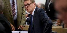 LKS 20150917 Keskustan Matti Vanhanen eduskunnan kyselytunnilla Helsingissä 17. syyskuuta 2015. LEHTIKUVA Mikko Stig