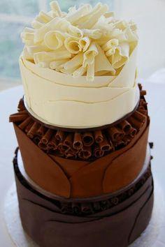 Tort in straturi de ciocolata si vanilie ca idee pentru a-ti personaliza nunta