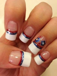 July nails - patriotic nails - minus the flower thing! Cute Pink Nails, Sparkly Nails, Fancy Nails, Colorful Nails, Sailor Nails, American Flag Nails, Blue And White Nails, Firework Nails, Usa Nails
