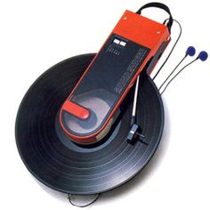 Audio Technica - Sound Burger - Portable turntable - Its funny how we make fabulous sleek gadgets only to then make them vintage. Portable Record Player, Apple Logo Wallpaper Iphone, Old School Radio, Record Players, New Inventions, Hifi Audio, Cool Technology, Vintage Market, Tech Gadgets