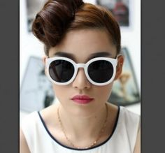 New fashion vintage round frame sunglasses New Fashion, Vintage Fashion, Fashion Tips, Fashion Design, Fashion Trends, Fashion 2015, Ray Ban Sunglasses Outlet, Sunglasses Online, Sunglasses 2016