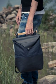 black leather and navy waxed canvas back pack / leather back pack /black leather bag / man backpack / leather laptop back pack / laptop bag de la boutique VEINAGE sur Etsy