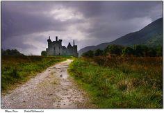 Kilchurn Castle, north of Glasgow, in Loch Awe, Scotland