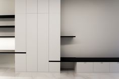 Minimal black and white closet Shelf Design, Cabinet Design, Wall Design, House Design, Moderne Pools, White Closet, Interior Architecture, Interior Design, Closet Shelves