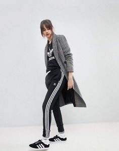 🧢🎒👍👛🤑😀🌂💼☺️👒🤪 Adidas Hose, Adidas Pants, Adidas Tracksuit, Athleisure Outfits, Sporty Outfits, Adidas Nmd Outfit, Adidas Originals, Asos, Cuffed Pants
