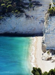 #Zagare's bay in the north of #Puglia is a natural wonder anyone deserves to see. Do you agree? #AriaLuxuryApulia #LuxuryHolidayVillaPuglia