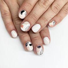 How to choose your fake nails? - My Nails Nail Manicure, Diy Nails, Cute Nails, Pretty Nails, Nail Polish, Minimalist Nails, Nail Swag, Picasso Nails, Neutral Nail Art