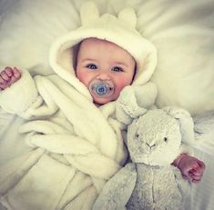 Look at baby Ronnie Anne 🦄🦄🌈🌈 Cute Little Baby, Baby Kind, Cute Baby Girl, Little Babies, Baby Love, Cute Babies, Cute Baby Pictures, Baby Family, Beautiful Babies