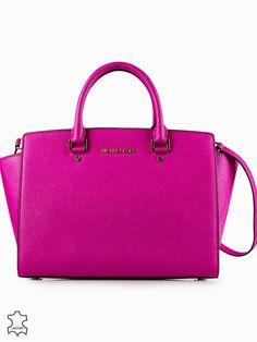 Fashion World: I've finally got hold of the Michael Kors bag I've...
