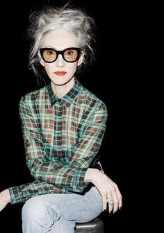 The Kooples collection FW 2015 2016 Linda Rodin Mode City, Mode Ab 50, Cooler Stil, Advanced Style, Ageless Beauty, Going Gray, Rodin, Karen Walker, Aging Gracefully