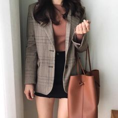 Korean fashion has been trending for many years, and it's for good reasons. With Korean's approach to outfits, accessories, and shoes, it is no doubt how many people search for Korean fashion trends for great looks. Fashion Trends 2018, Korean Fashion Trends, Korean Street Fashion, Korea Fashion, Asian Fashion, Look Fashion, Fashion Outfits, Fashion Design, Fashion Ideas