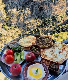 Lebanese breakfast: Thyme and cheese manaishs, fig jam, distilled yogurt(Labneh), Carob Molasses and Pita bread Arabic Breakfast, Lebanese Breakfast, Perfect Breakfast, Breakfast Time, Breakfast Recipes, Breakfast Crockpot, Kurdish Food, Palestinian Food, Lebanon Food