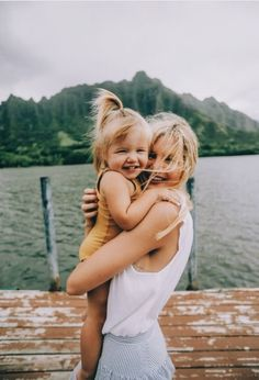 Lifestyle photography mother and little girl