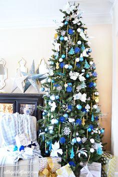 I'll Have a Blue Christmas Tree. Go bold and bright this holiday season! #holidaydecor #christmastree