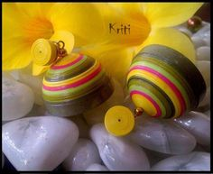 Paper Quilling Jhumka Designs By Kriti Handmade Jewelry - Life Chilli Paper Quilling Cards, Paper Quilling Patterns, Paper Quilling Jewelry, Paper Bead Jewelry, Quilling Designs, Quilling Art, Paper Beads, Quilling Ideas, Quilling Earrings Jhumkas
