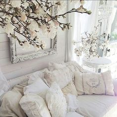 Shabby chic living room ideas at home is surely can invite the good ambiance. Not only the soft color will make your home looks sweet, but also some flowery furniture will freshen your home. Below are some hack you might want to take a peek. Shabby Chic Living Room, Shabby Chic Cottage, Shabby Chic Homes, Shabby Chic Furniture, Shabby Chic Decor, Vintage Decor, Vintage Display, Little White House, Gris Rose