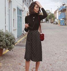 Schwarzer Rollkragenpullover + Polka-Dot-Midirock // Damenmode, Outfit-Ideen Source by Fashion Week, Work Fashion, Modest Fashion, Spring Fashion, Ladies Fashion, Feminine Fashion, Skirt Fashion, Fashion Ideas, Style Fashion