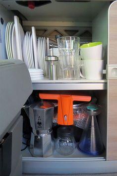 Küchenschrank in Vollausstattung im kleinen, grossen Bus :]
