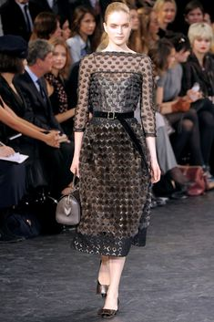 Louis Vuitton Fall 2010 Ready-to-Wear Fashion Show - Mirte Maas