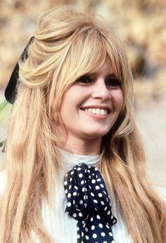 Brigitte Bardot in Viva Maria, 1965 Bardot Bangs, Bardot Fringe, Hair Lights, Light Hair, Bangs For Round Face, Short Hair With Bangs, Hair Bangs, Oval Face Hairstyles, Hairstyles With Bangs