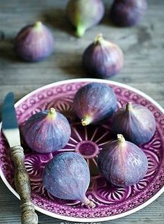 Purple plate with figs
