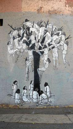 Hyuro 멀리서보면 하얀 나무인 이 그림은 사실 한 무더기의 사람들이 잎 없는 앙상한 나무에 끝없이 오르려하는 모습을 그린 그림이다. 아직 바닥에 있는 사람들은 위를 올려다보며 무릎 꿇고 있고 중간층의 사람들은 아직 가지를 잡지못해 윗사람의 허리나 다리를 부여잡고 매달리고 있다. 상단의 사람들은 조금이라도 더 높이 올라가려 이리저리 꼼지락 거린다. 다분히 현대의 경쟁사회를 표현한 느낌이 든다. 그러나 열매없는 앙상한 나무의 어디를 올라가도 열매는 없으며 하늘에 닿을 수도 없다는 것을 우리는 안다. 모두들 자기보다 위에있는 사람만을 바라보고 있지만 관람자들은 그 위에 아무것도 없다는 것을 알기에 조금은 안타까운 마음을 느끼게 하는 그림이다.