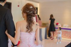 新娘造型,Miko,淺咖啡髮色,自然光,白紗迎娶,編髮盤髮造型,線條,敬酒造型,氣質浪漫,送客,典雅,乾淨,旗袍造型,台北故宮典華,古典,復古,自然清透妝感,鮮花造型