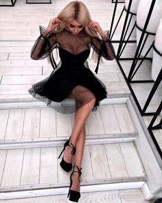 The most beautiful black dresses - the best styles and models of black dresses Beautiful Black Dresses, Pretty Dresses, Mini Prom Dresses, Short Dresses, Elegantes Outfit Frau, Glamouröse Outfits, Vetement Fashion, Looks Chic, Dress Skirt