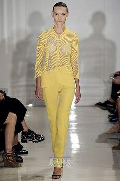 Custard (Заварной крем) - изысканный, мягкий и солнечный желтый оттенок, по определению компании Pantone, стал одним из главных цветов в модной палитре сезона весна-лето 2015. Выбирая вещи в желтом цвете, делайте ставку на