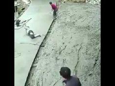 """Pfusch am Bau """"Der Gerät wird nie müde"""" MIKOR A GÉP KÉSZTETI MOZGÁSRA A DOLGOZÓKAT!"""