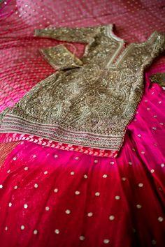 Such a pretty salwar kameez Punjabi Fashion, Ethnic Fashion, Bollywood Fashion, Asian Fashion, Pakistani Wedding Dresses, Pakistani Bridal, Indian Dresses, Indian Outfits, Punjabi Wedding Suit