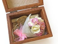 First Anniversary gift for her, girlfriend gift idea, Personalized Love box -Mini paper bouquet & love letter. Romantic 1st Anniversary gift. Dafna Yarom - PaperJewelryDesign on Etsy
