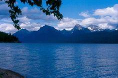 Lago McDonald, Parque Nacional das Geleiras, em Montana, USA.