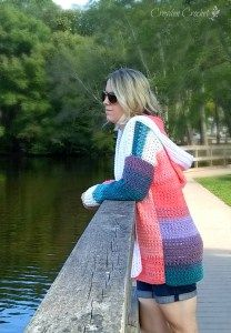 Crochet this beautiful and functional colorblock cardigan using Lion Brand Mandala Yarn. A free pattern on the blog!