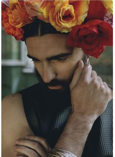 Frida Kahlo by Alice Pozza ♡ inspired by ♡ Flowers For Men, Flowers In Hair, Flower Hair, Beard Styles For Men, Flower Boys, Androgyny, Mexican Style, Interesting Faces, Male Beauty