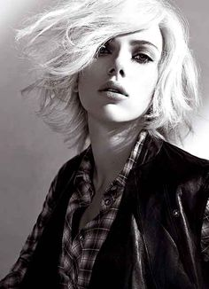 This is a page, that is dedicated to the BAFTA and MTV award winning and the lovely Scarlett Johansson. Previously known as a Scarlett Johansson and Jennifer Lawrence page. Scarlett Johansson, Short Hair Cuts, Short Hair Styles, Platinum Blonde Hair, Hollywood, Glamour, Short Hairstyles For Women, Blonde Hairstyles, Up Girl