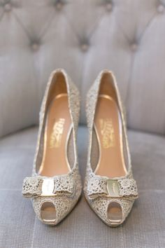 Perfect little bows on these peep-toe #bridalshoes! | Chelsea Elizabeth Photography
