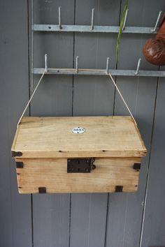* Ancienne boîte en bois blond *