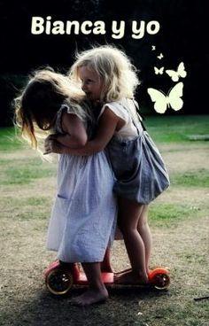 #wattpad #novela-juvenil Emily, una dulce niña castaña de ojos avellana , de tan solo 6 años ..conoce a Bianca quien la acompañara en todas sus aventuras durante su infancia , o quien sabe si hasta grandes , en fin es una linda historia espero que les guste . disfruten.  no se acepta adaptaciones :)